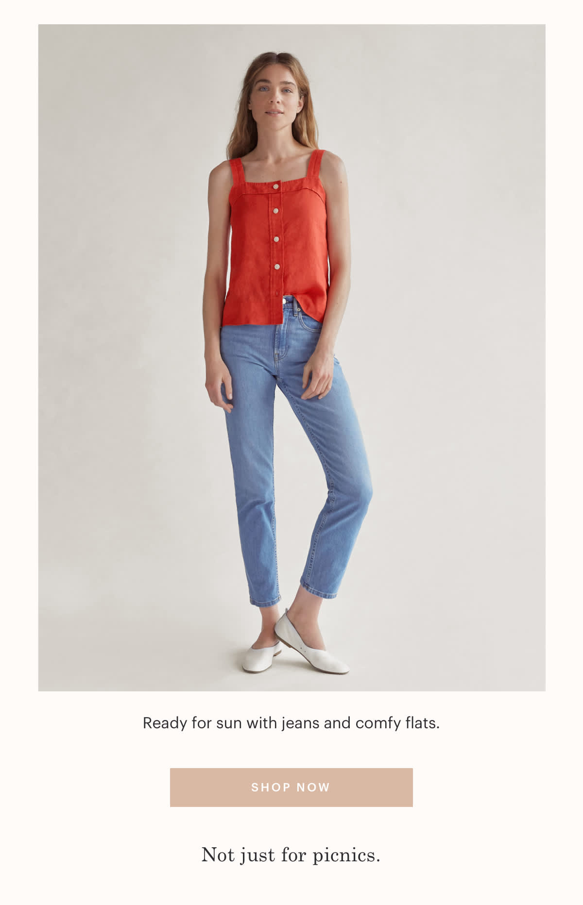 Ready for sun with jeans and comfy flats.