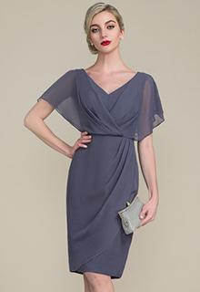 Sheath/Column V-neck Knee-Length Chiffon Mother of the Bride Dress With Ruffle (008107655)